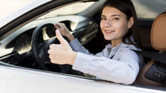 Las compañías suelen poner a disposición de sus empleados un vehículo corporativo para que estos puedan desenvolver su trabajo.